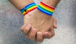 Di mi homosexualidad a Dios - testifica activista gay