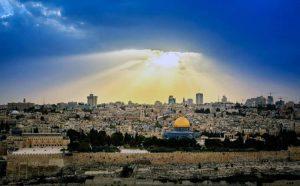 La Biblia nos da el derecho a esta tierra, no Google