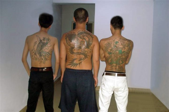 Criminales se convierten y se identifican silbando