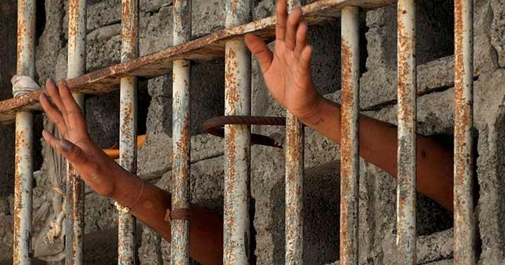 Pastor es torturado cada día en prisión paquistaní
