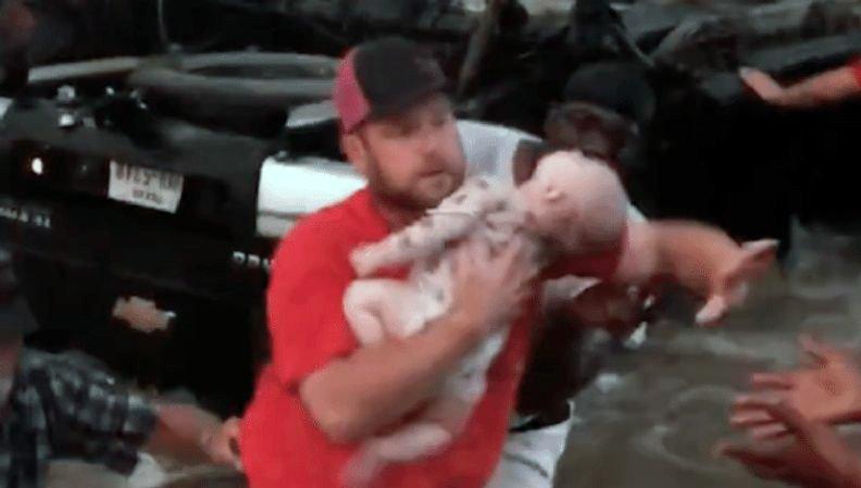 Jesús, deja a este bebé respirar! Momento de horror