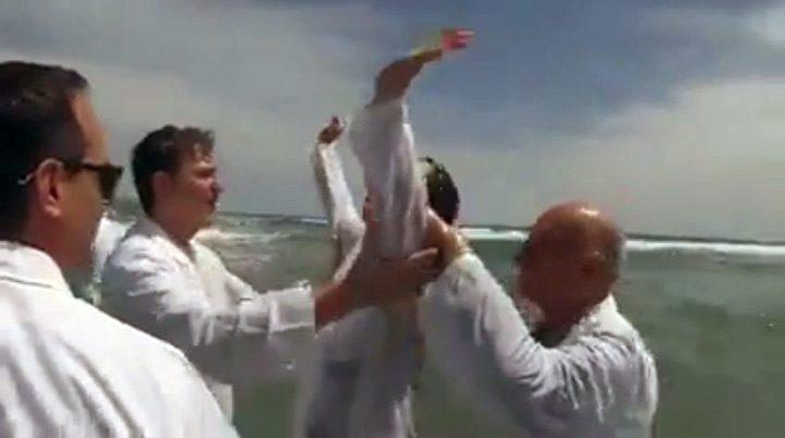 Tras ser bautizada mujer ciega recupera la vista