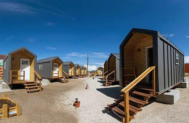 Iglesia brinda pequeñas casas – cuestan solo $3000