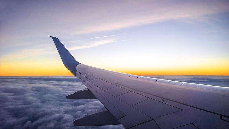 Mujer tomada por el Espíritu impide accidente mortal de avión