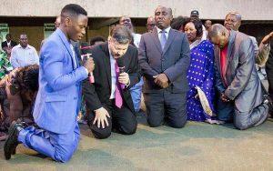 Presidente de Uganda entrega su país a Jesús
