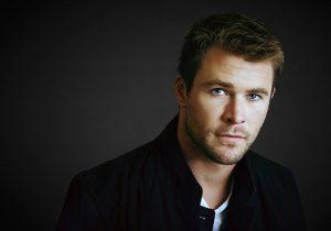 El actor de Thor - Chris Hemsworth - lee el Evangelio de Lucas
