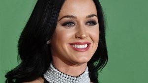 Katy Perry dice que superó los pensamientos suicidas por la gracia de Dios