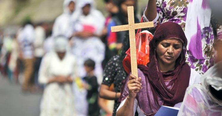 """Cristianos amenazados: """"Deberíamos quemarlos a todos ustedes"""" – un vídeo se viraliza en Internet"""