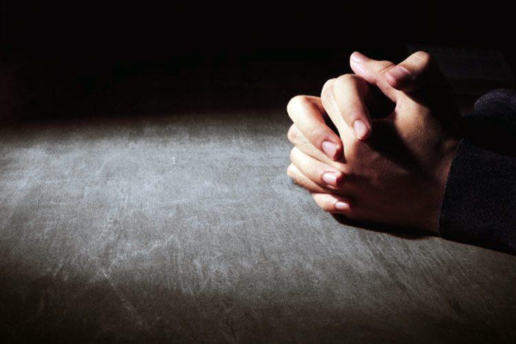 La oración sirve como un arma contra el estrés y problemas emocionales, dicen los investigadores