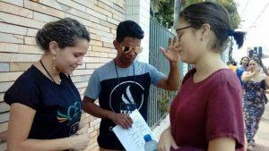 Estudiantes universitarios evangélicos ofrecen Oración Gratis