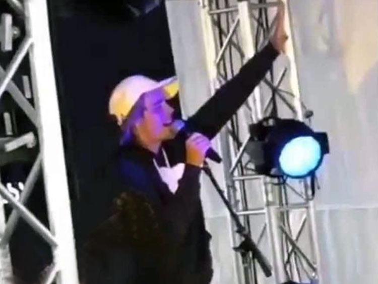Justin Bieber en Coachella – sorprende adorando a Dios