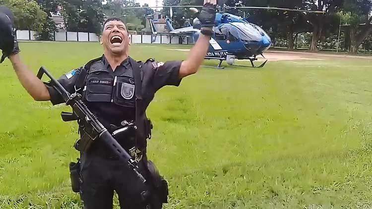 Policía canta alabanzas: ¡Mi alma alaba al Señor!