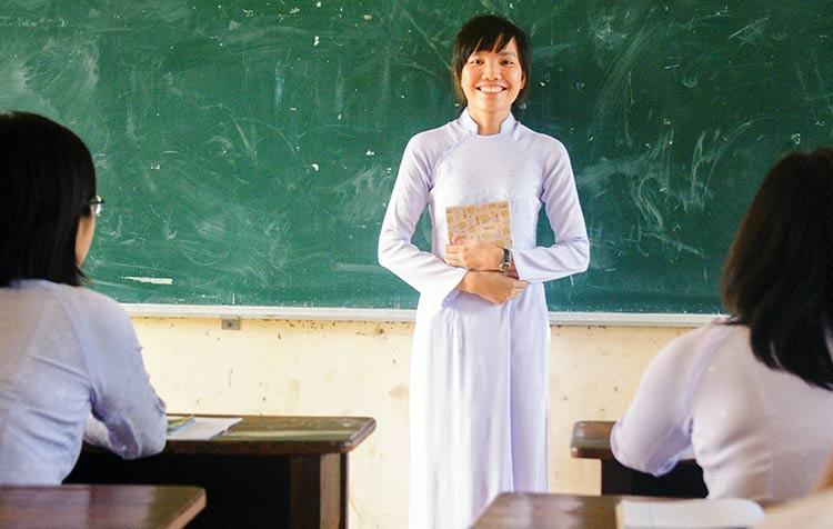 Aunque sus padres le quemaron sus libros dos veces, Tay Thi estudiaba a las escondidas...