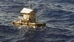 Adolescente leyendo la biblia, sobrevive 7 semanas a la deriva en el mar