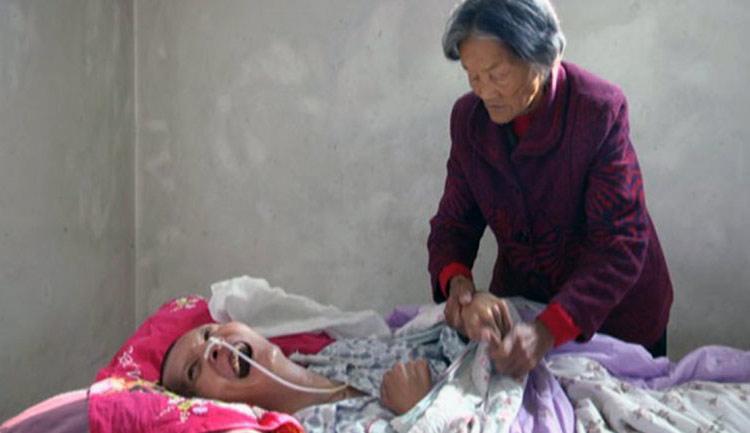 Después de 12 años en coma y le sonríe dulcemente a su madre